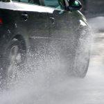 Если идет дождь или аквапланирование на дороге