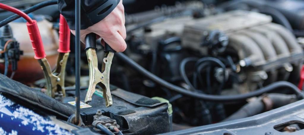 полностью разряженный автомобильный аккумулятор