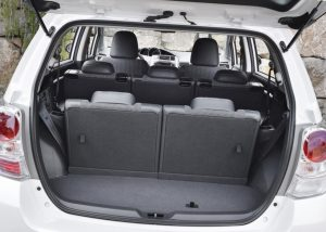 семейный автомобиль Toyota Verso