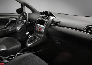 7 местные автомобили Toyota Verso