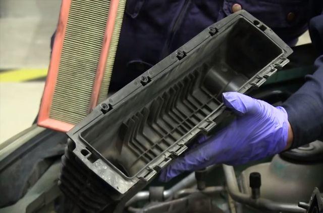 замена воздушного фильтраRenault Kangoo фото